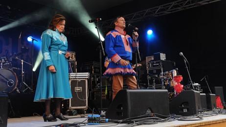 Inga Juuso og Bárut sto på scenen sammen med Ante Mikkel Gaup. Foto: Torill Ustad Stav/NRK